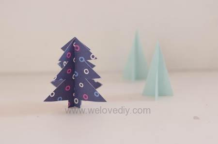 按這裡去看聖誕樹立體紙做裝飾教學!