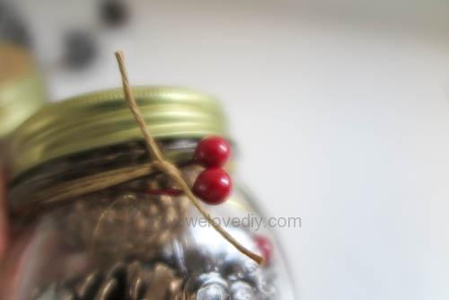 DIY 聖誕節應景松果玻璃罐子擺飾 (4)