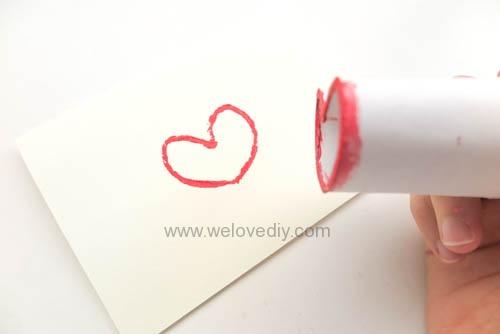 DIY 情人節廢物利用衛生紙捲軸做愛心印章 (8)