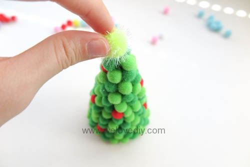 DIY pompom christmas tree 聖誕節手作彩球裝飾聖誕樹 (9)