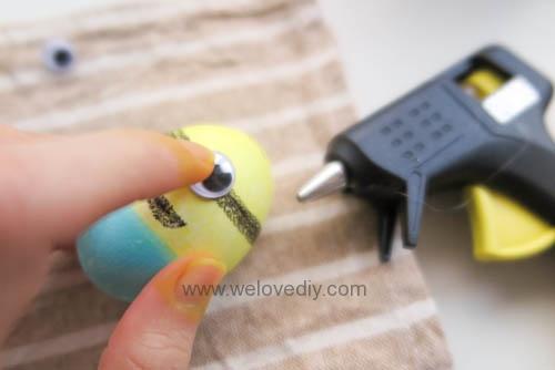 DIY Minions Easter Eggs 復活節小小兵蠟筆染色彩蛋 (10)